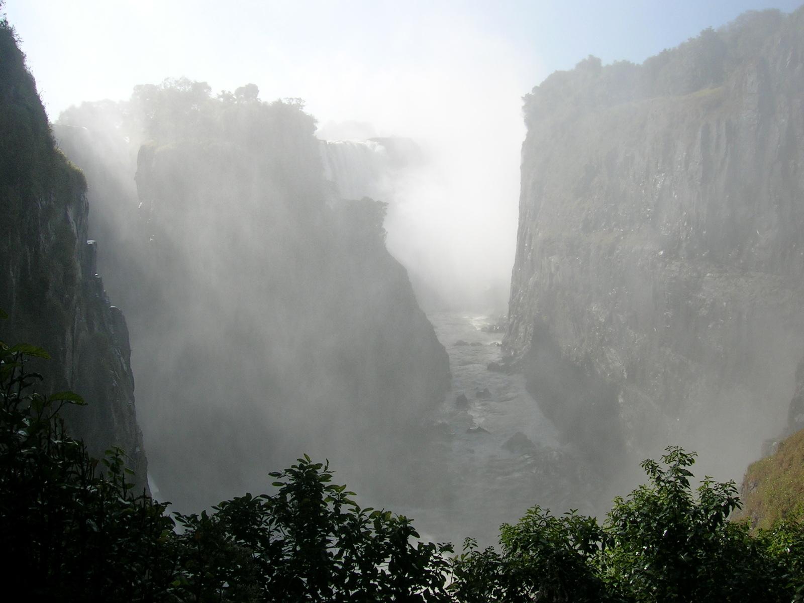 Dscn1673 ビクトリアの滝(ジンバブエ側): 休み休み、とりとめもなく 休み休み、とりとめ